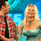 Pamela and Salman Smiling Pic at Bigg Boss
