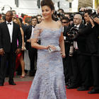 Aishwarya Rai Walk On Red Carpet at Cannes