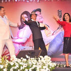 Boman,Farah and Srk Dancing During Shirin Farhad Ki Toh Nikal Padi Music Launch