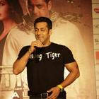 Salman Khan at Ambience Mall For Ek Tha Tiger