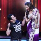 Salman and Madhuri Perform Didi Tera Dewar Diwana on Jhalak Dikhhla Jaa 5