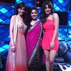 Ileana and Priyanka Pose With Sunidhi Chauhan On The Set Of Indian Idol For Barfi Promotion