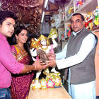 Dipika Samson,Shoaib Ibrahim With Paresh Rawal Sells Ganesh Idols For The Promotion Of His Film Oh My God