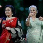 Asha Parekh,Waheeda Rehman Cute Pose at NDTV Chat Show