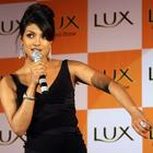 Hot Priyanka Chopra Latest And Fresh Wallpapers And Photos