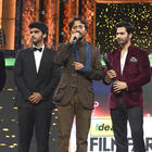 Bollywood Celebs With Their Awards At The Filmfare Awards 2013
