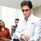 Shahrukh And Deepika With Filmfare Middle East Team In Dubai
