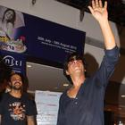 Shahrukh Celebrates The Success Of Chennai Express With Fans