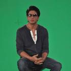 Shahrukh Khan Plays Carrom Between Shoots