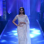 Sonam Kapoor Walks The Ramp At IIJW 2014 Grand Finale