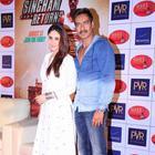 Kareena And Ajay Promote Singham Returns At Ahmedabad