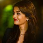 Aishwarya Rai Bachchan Celebrates Birthday With The Media