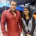 Salman Pose With His Fans During The Shoot For Eid Song From BB