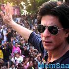 Shah Rukh Khan looks out for the crew