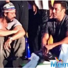 Shah Rukh Khan and Salman catch up between rehearsals