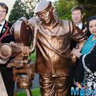 Yash Copra honored with a bronze statue as a mark of gratitude by the Swiss government