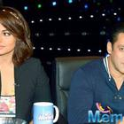 Salman Khan avoids Sonakshi Sinha at award function