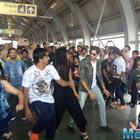 Baar Baar Dekho : Sidharth, Katrina lead Kala Chashma flash mob in Jaipur metro station