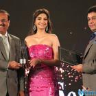 Sonam Kapoor wins the yet another style icon, Global Style Icon Award