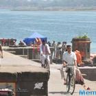 Akshay Kumar begins shooting for Padman with Radhika Apte in Indore
