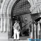 Amitabh Bachchan gets overwhelmed while shooting at CST station