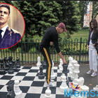 Twinkle Khanna and daughter Nitara lose a chess game against Akshay Kumar