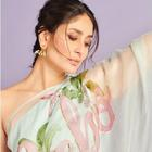 Kareena wears a sari with her nickname on the Pallu; proves she's her own favourite