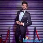 Kartik Aaryan looks dapper as he poses in front of the closed shutter, says 'Dukaan band hai, kal aana'