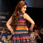 Sonali Bendre walk ramp for Siddhartha Tyler at LFW Day 4