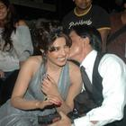 Shahrukh and Priyanka Cosy-up at Finale of Just Dance