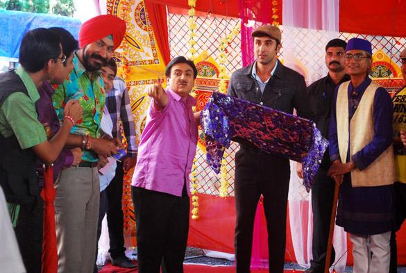 Ranbir Promote Barfi On Location Of Taarak Mehta Ka Ooltah Chashmah With Casts
