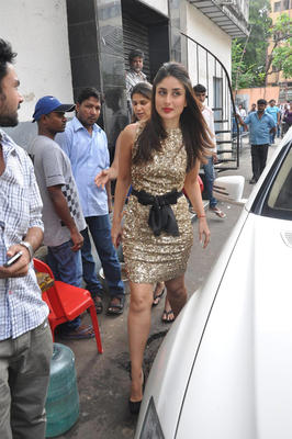 Kareena On The Sets Of DID Dance Ke Superkids Show For Heroine Promotion