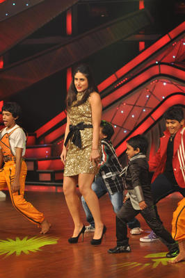 Kareena Sexy Performance Still During DID Dance Ke Superkids Show For Heroine Promotion
