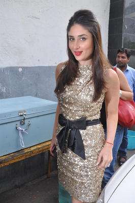 Kareena Spotted at DID Dance Ke Superkids Show For Heroine Promotion