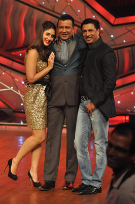 Kareena,Mithun and Madhur Pose During DID Dance Ke Superkids For Heroine Promotion