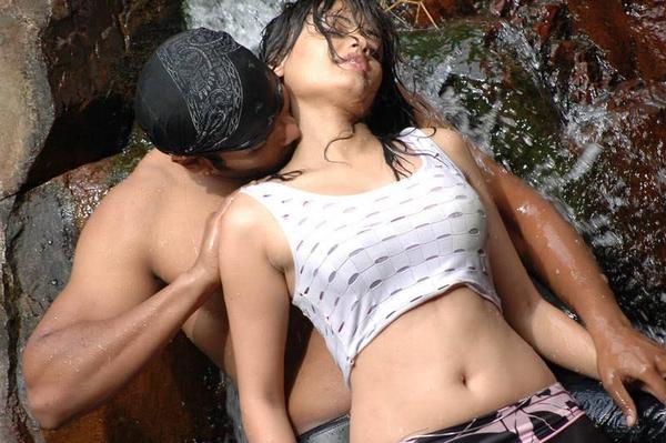Hot Scene of Sneha Ullal With Manoj