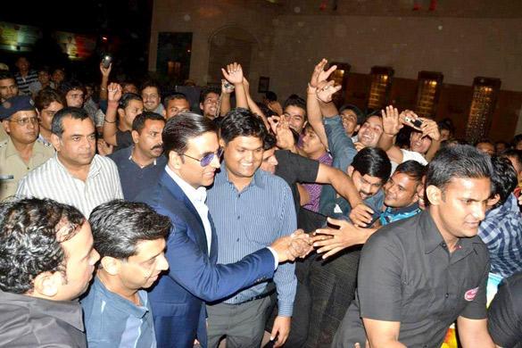 Akshay Meet His Fans During OMG Special Screening