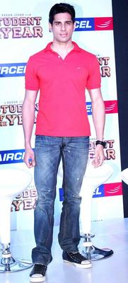 Siddharth Malhotra Promote SOTY At The Launch Of The Aircel Contest