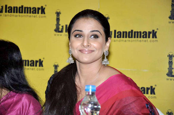 Gorgeous Vidya Balan Sweet Smile Pic During Unhooked Book Launch