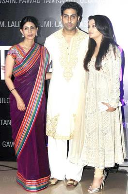 Shweta With Brother Abhishek And Aishwarya Spotted At Art Exhibition