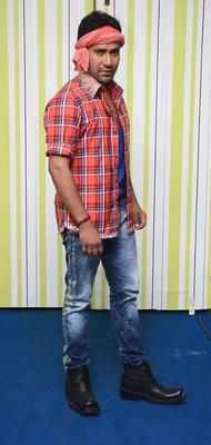 Dinesh Yadav Take A Pose At Bigg Boss House