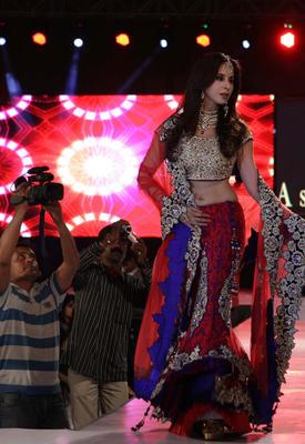 Urmila Matondkar Walks For Designer Asif Shah At Sayaji Palace