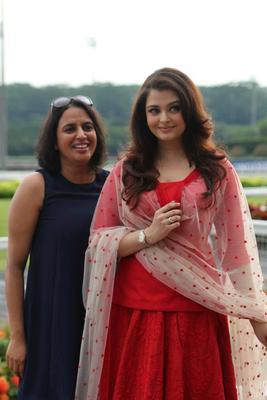 Aishwarya Cute Sexy Pose Photo At Longines Singapore Gold Cup