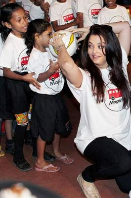 Abhishek And Aishwarya At Magic Bus Event On The Occasion Of Children's Day