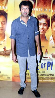 Kunal Kohli Pose For Camera At The Premiere Of Life Of Pi