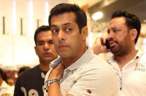 Salman Khan At Dubai Mall