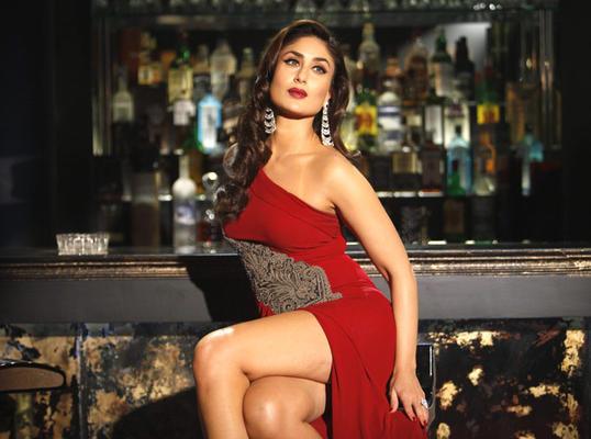 Hot Kareena Kapoor In Red Dress Sexiest Still