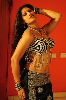 Sirisha Spicy Look Still From O Aunty Katha Movie