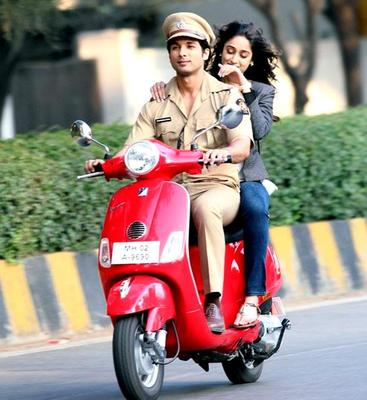 Shahid And Ileana Shoot For Phata Poster Nikla Hero