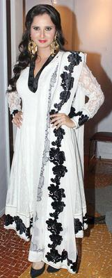 Sania Mirza Sizzling And Attractive Look Photo At Global Peace Fashion Show